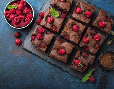 Jak zrobić bezglutenowe brownie z... malin? Przepis na deser w wersji FIT