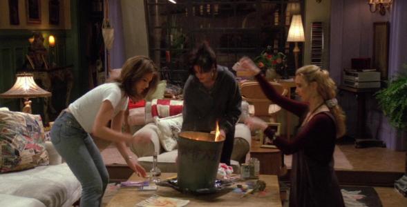 """Quiz z 14. odcinka serialu """"Przyjaciele"""". Co chciały spalić Rachel,..."""