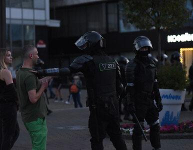 Czwarty dzień protestów na Białorusi. Milicja użyła ostrej amunicji,...