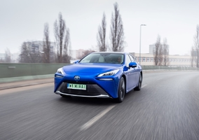 Auto na wodór już do kupienia w Polsce. Toyota Mirai w salonach