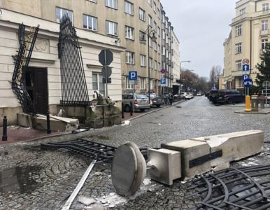 Brama Kancelarii Prezydenta przy ul. Wiejskiej totalnie zniszczona. To...