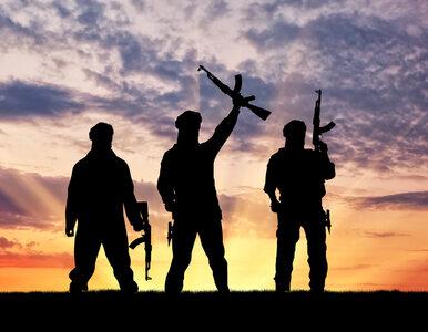 Brutalne praktyki dżihadystów z IS. Zanurzają więźniów w kwasie azotowym