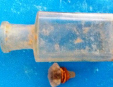 W Żukowie znaleziono starą butelkę. Jej zawartość zaskoczyła wszystkich
