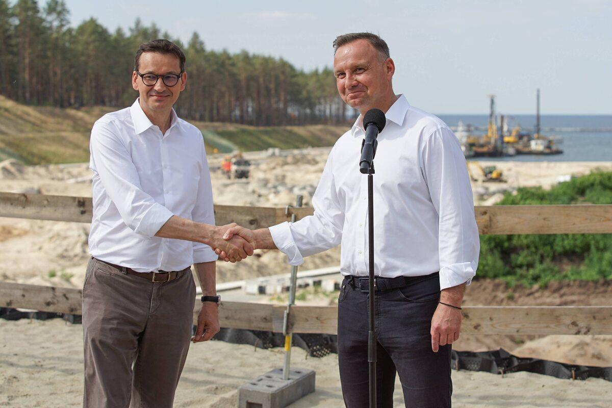 Andrzej Duda i Mateusz Morawiecki na budowie przekopu Mierzei Wiślanej