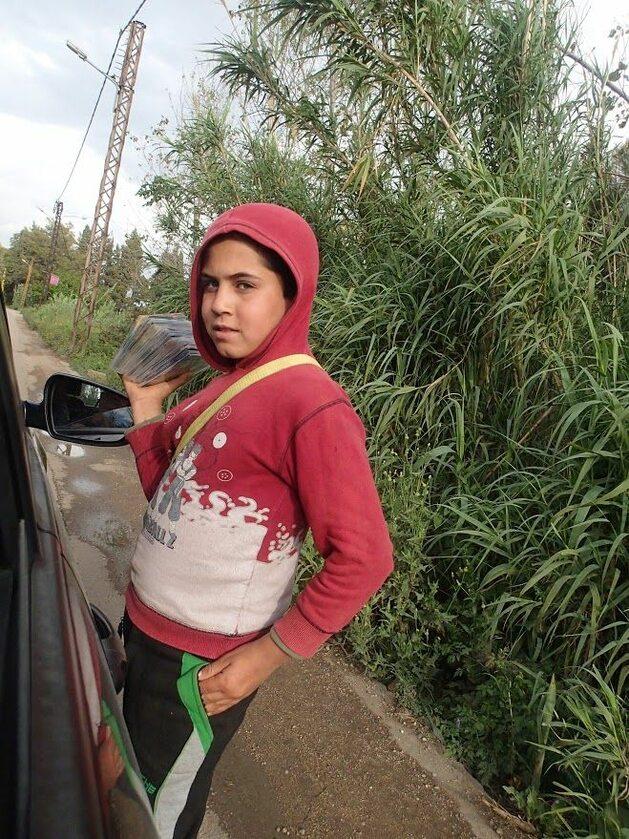 Dziecko syryjskich uchodźców handlem próbuje zarobić na życie Dziecko syryjskich uchodźców handlem próbuje zarobić na życie