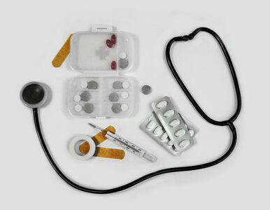 Jak Polacy oceniają swoje zdrowie? Większość bierze leki, prawie połowa...