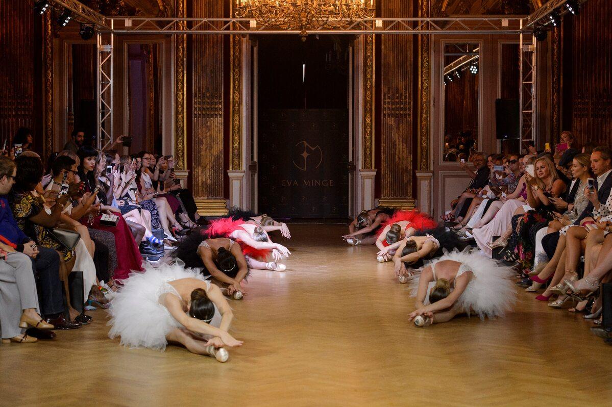 Pokaz kolekcji Evy Minge w Paryżu