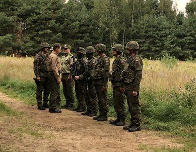 """Mariusz Błaszczak na polsko-białoruskiej granicy. Mówił o """"haniebnym..."""