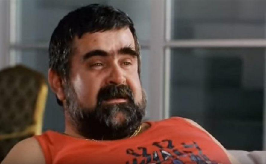 """Janusz Rewiński w filmie """"Kiler"""" (1997)"""