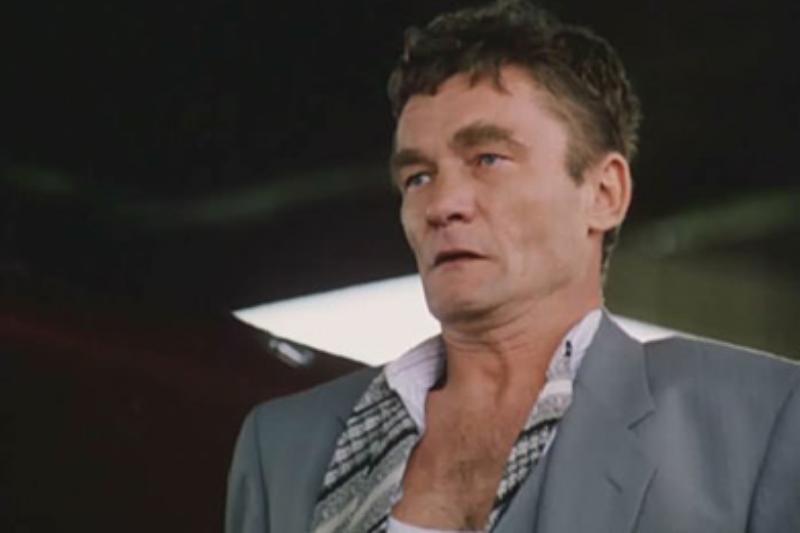 """Krzysztof Kiersznowski w filmie """"Kiler"""" (1997)"""