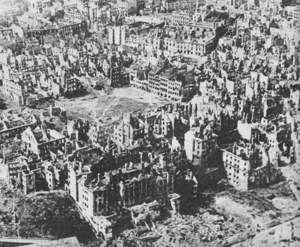 W czasie Powstania Warszawskiego zginęło: