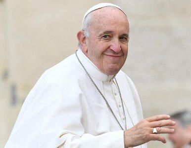 """""""Dam ci całusa, ale nie ugryź mnie"""". Papież żartuje na pierwszej..."""