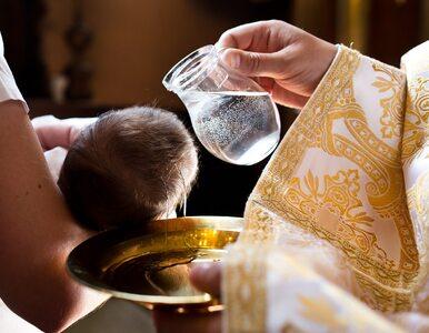 Francuscy biskupi: Ze świadectw chrzcielnych zniknie podział na matkę i...