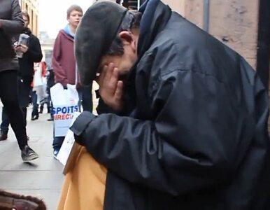 Anonymous wzruszyli bezdomnego do łez