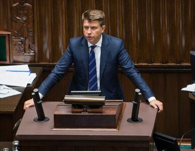 Gorąco w Sejmie. Petru blokuje mównicę, Kuchciński przywołuje go do...