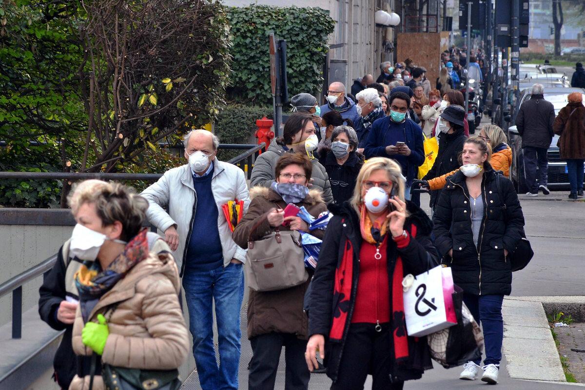 Kolejki przed sklepem w Mediolanie (20 marca)