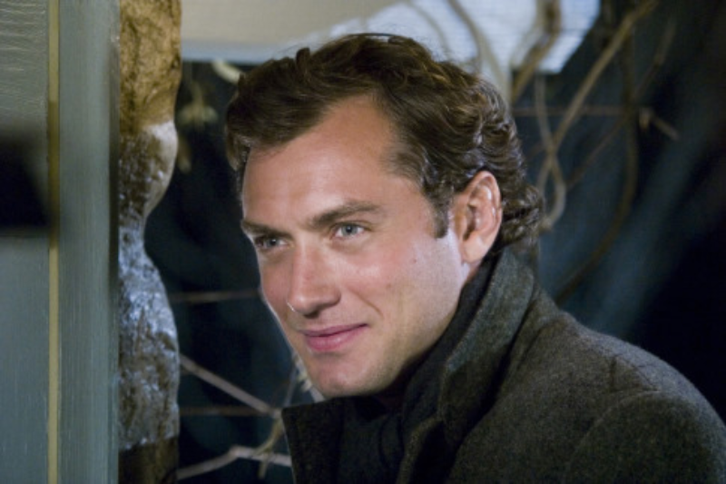 """Jude Law w filmie """"Holiday"""" (2006)"""