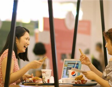 Sztuczny palec dodawany do zestawów w KFC? Dziwaczna usługa ma sensowne...