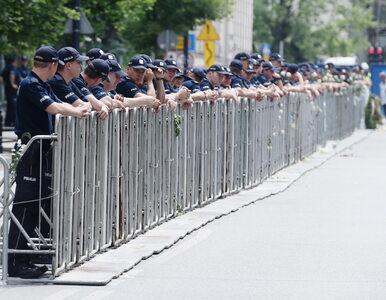 Kim są protestujący przed Sejmem i jaki los ich czeka? Błaszczak ostrzega