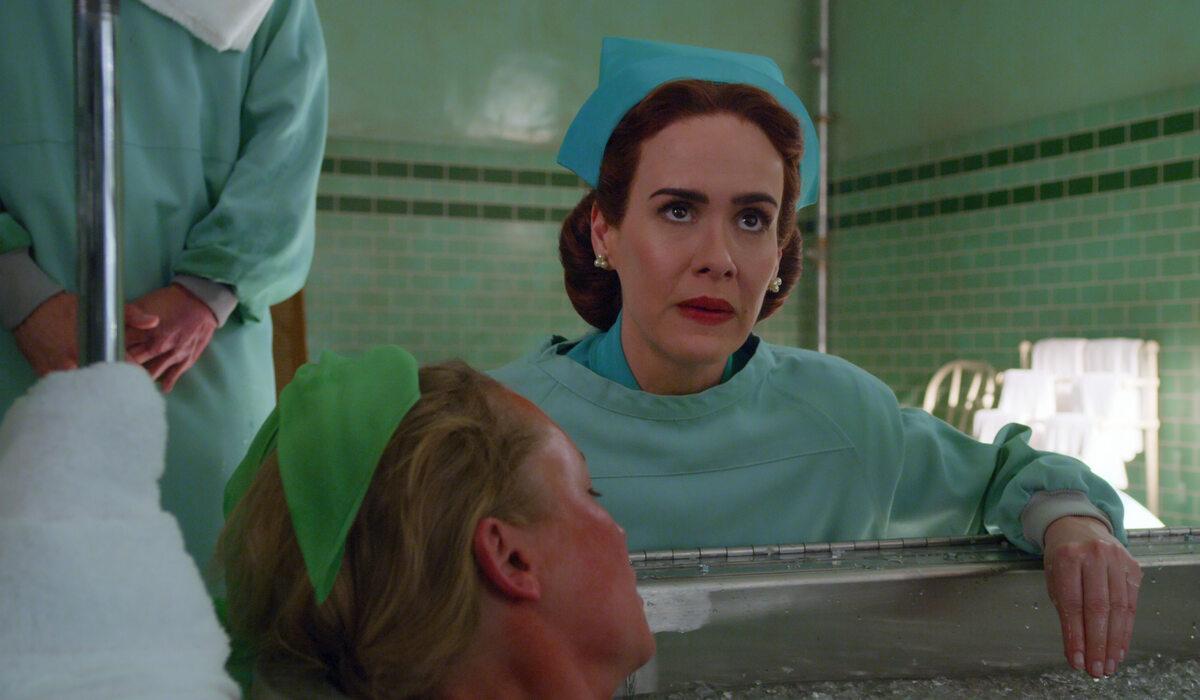 """Kadr z serialu """"Ratched"""""""