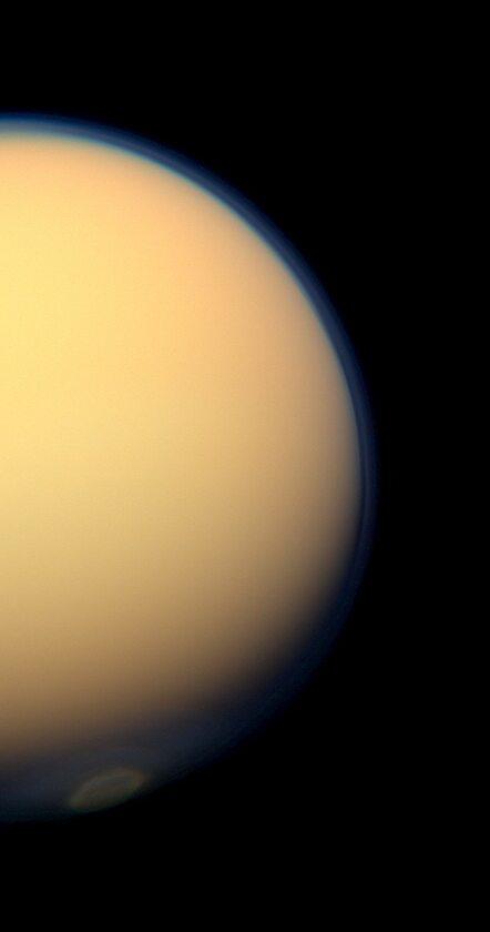 Wir polarny na Tytanie zarejestrowany przez sondę Cassini