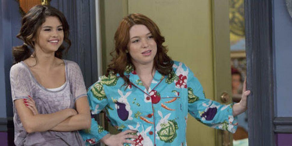 """Jennifer Stone jako Harper Hinkle w serialu """"Czarodzieje z Waverly Place"""""""
