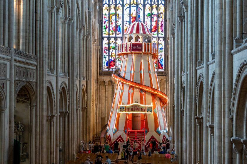 Zjeżdżalnia w katedrze w Norwich