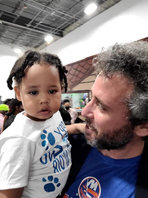 Ari Nagel z dzieckiem