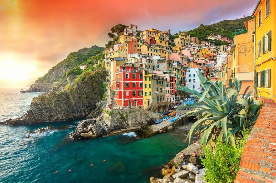 Riomaggiore, Włochy boredpanda.com