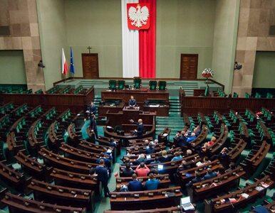 """Sasin wyśmiewa pomysł samorozwiązania Sejmu. """"Możemy złożyć wniosek o..."""