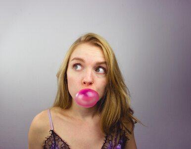 Czy połknięta guma do żucia zalega w żołądku latami?