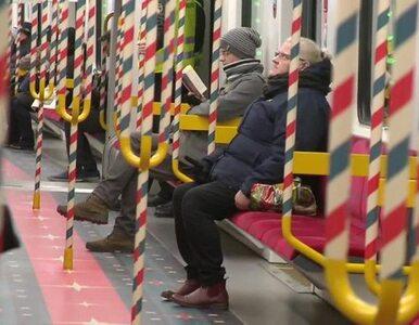 Warszawskie metro gotowe na święta. W tym roku ozdoby tylko na drugiej...