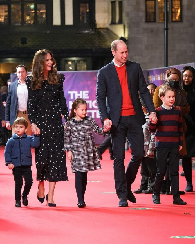 William i Kate z dziećmi w London Palladium