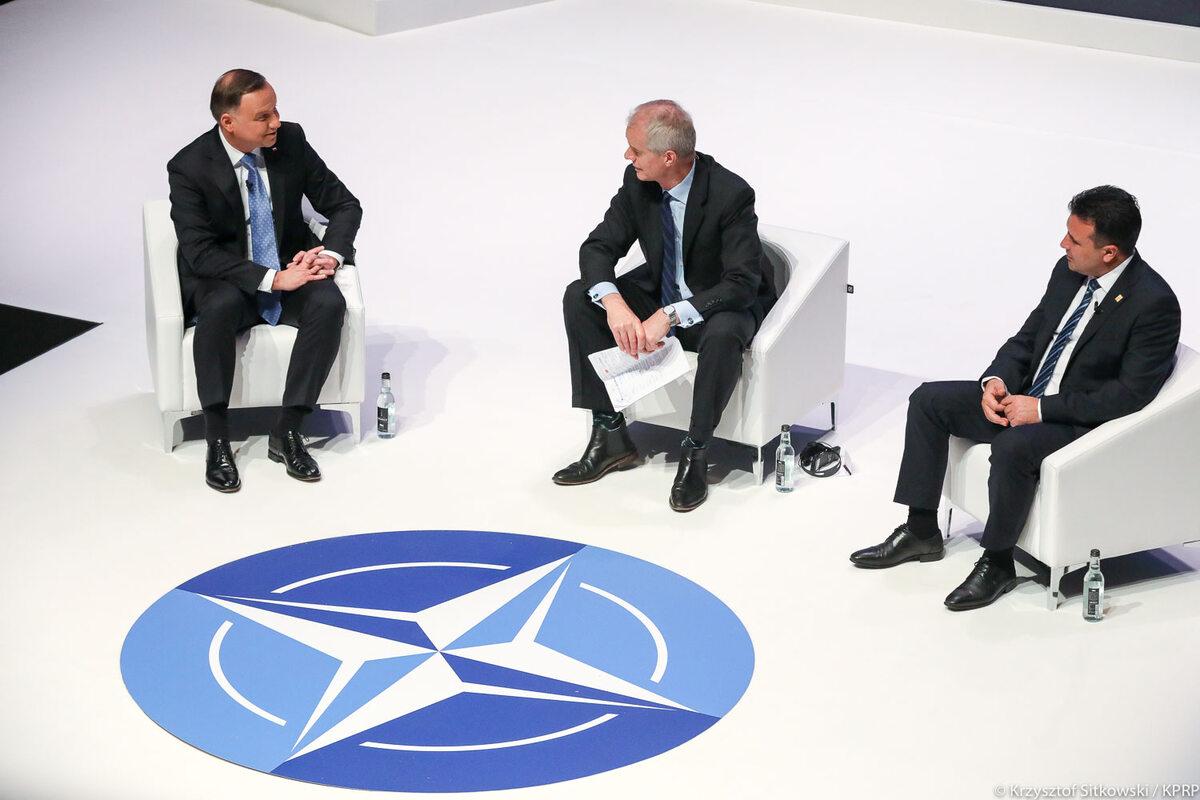 Andrzej Duda podczas jednej z sesji na szczycie NATO