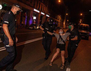 """Protesty LGBT w Warszawie. Doszło do molestowania. """"Policjanci wsadzili..."""