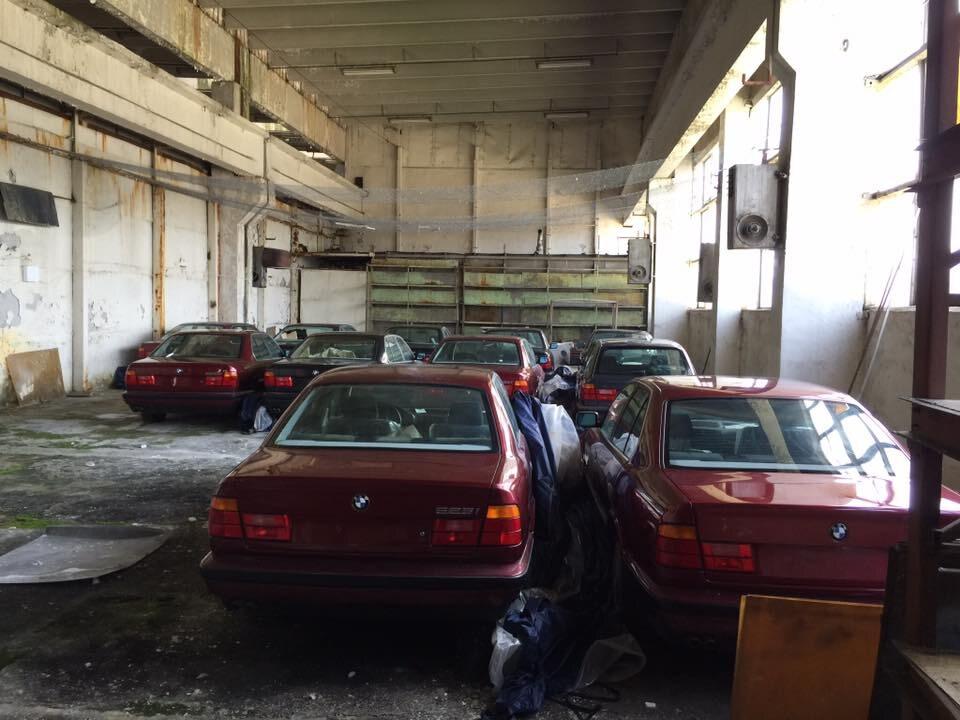11 fabrycznie nowych BMW, które stały w garażu przez 25 lat