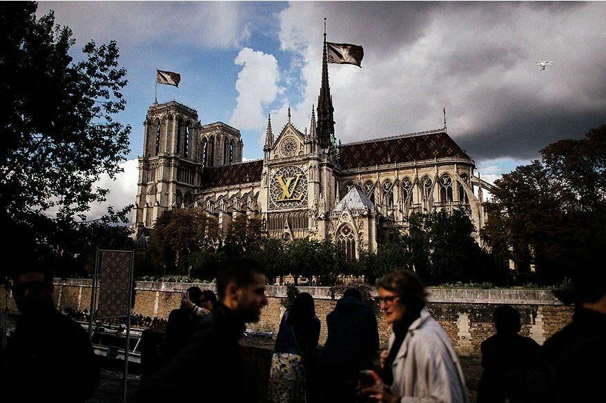Notre Dame w wersji sponsorowanej przez Louis Vuitton