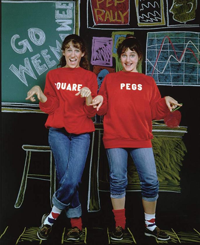 """Sarah Jessica Parker i Amy Linker w """"Square Pegs"""" (1982)"""