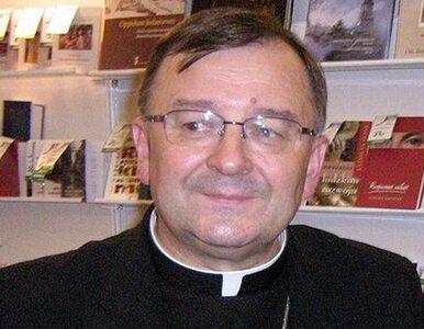 Abp Życiński: uszanujmy decyzję o przeniesieniu krzyża