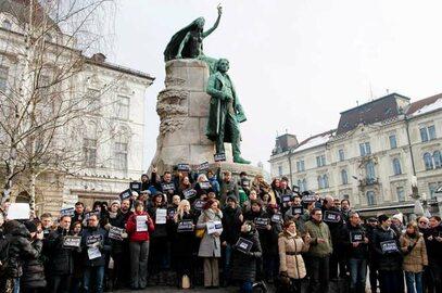 """Świat wspiera redakcję """"Charlie Hebdo"""". Niezwykłe zdjęcia"""