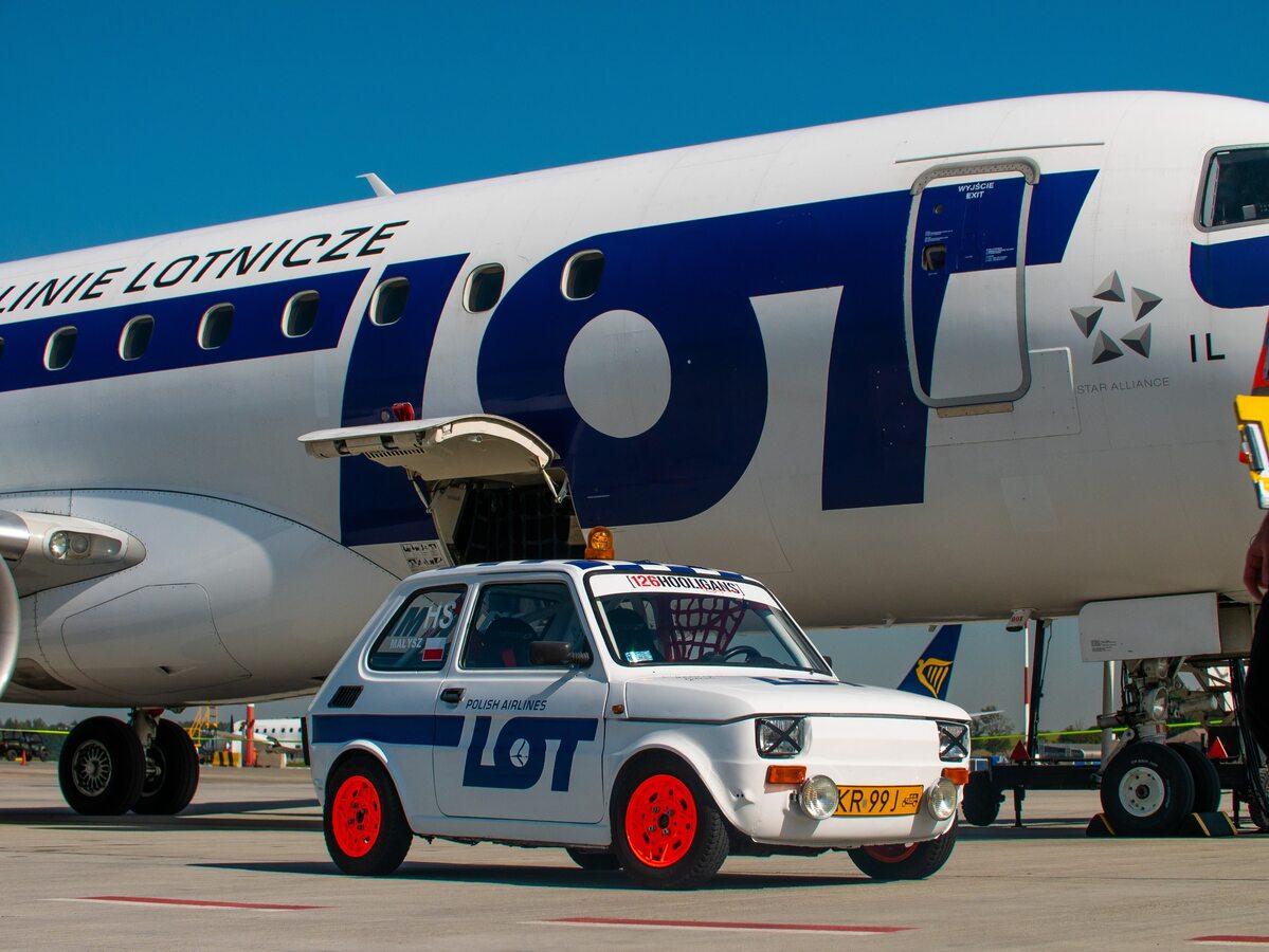 Fiat 126p w malowaniu PLL LOT