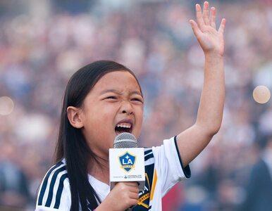 Piłkarze i kibice pod wrażeniem występu 7-latki. Ten śpiew przejdzie do...
