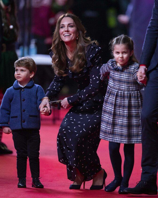 Księżna Kate z Louisem i Charlotte