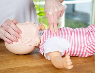 Jak pomóc niemowlęciu, które się zakrztusi? Położne podpowiadają