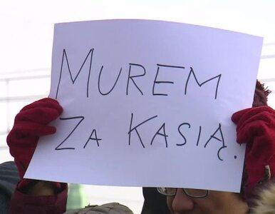 Pikieta poparcia dla ofiary księdza. Michalkiewicz ujawnił jej dane osobowe