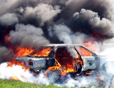 Samochód zapalił się na środku skrzyżowania