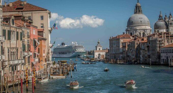 Sky4Fly.net_Plywające hotele 5 statkow, ktore zabiora cie w luksusowy rejs dookoła swiata
