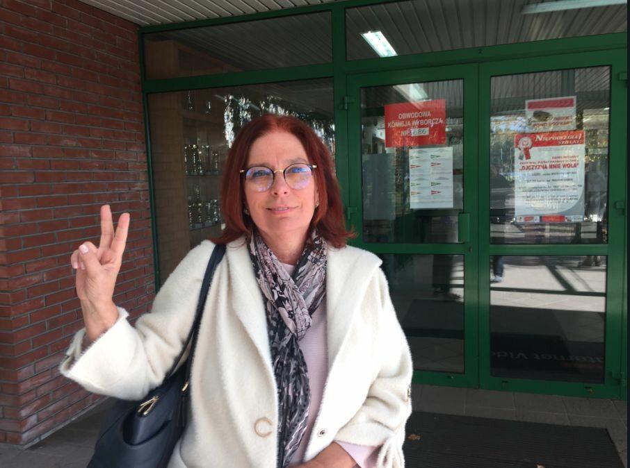 Wicemarszałek Sejmu Małgorzata Kidawa-Błońska przed lokalem wyborczym