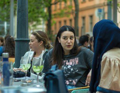 Węgry się otwierają, ludzie w restauracjach. Wymagane są jednak...