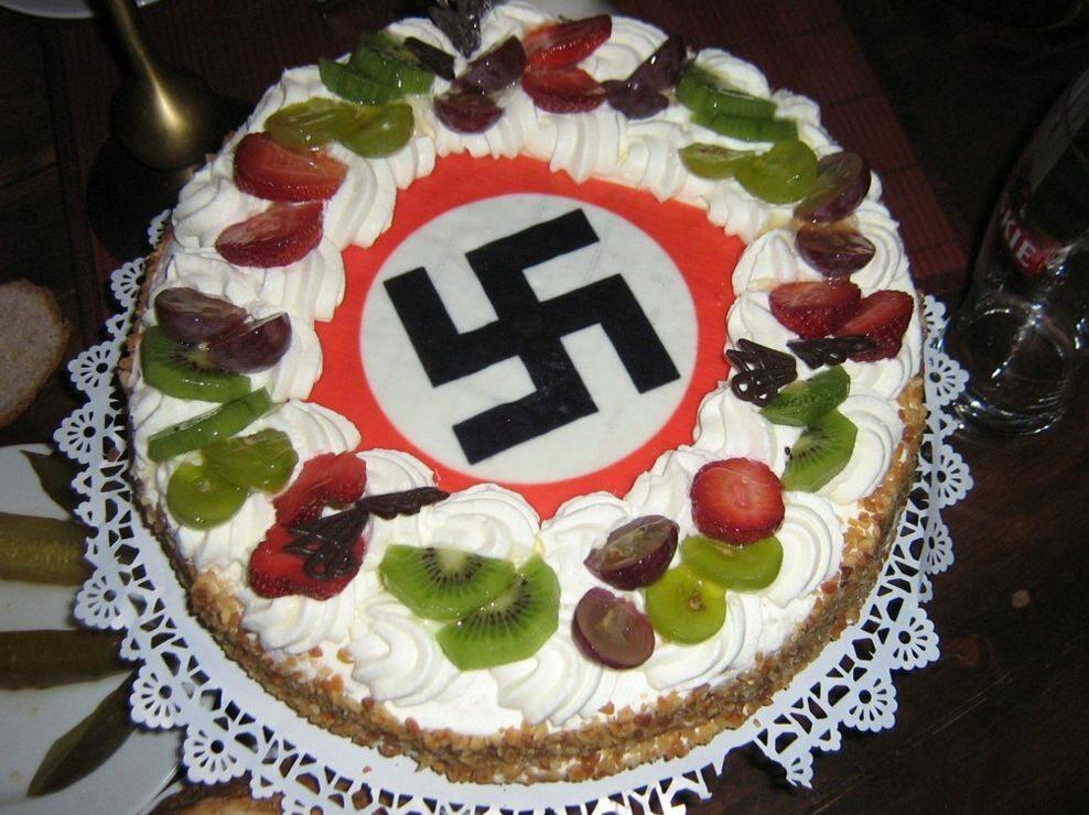 Tort na urodziny jednego z liderów Blood and Honour (fot.Mariusz Kowalewski/Wprost)
